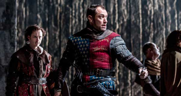 Jude Law as Henry V. Photo: Johan Persson