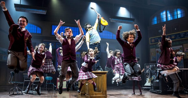 Alex-Brightman-(centre)-and-the-kids-of-School-of-Rock—The-Musical–Photo-by-Matthew-Murphy-(2)