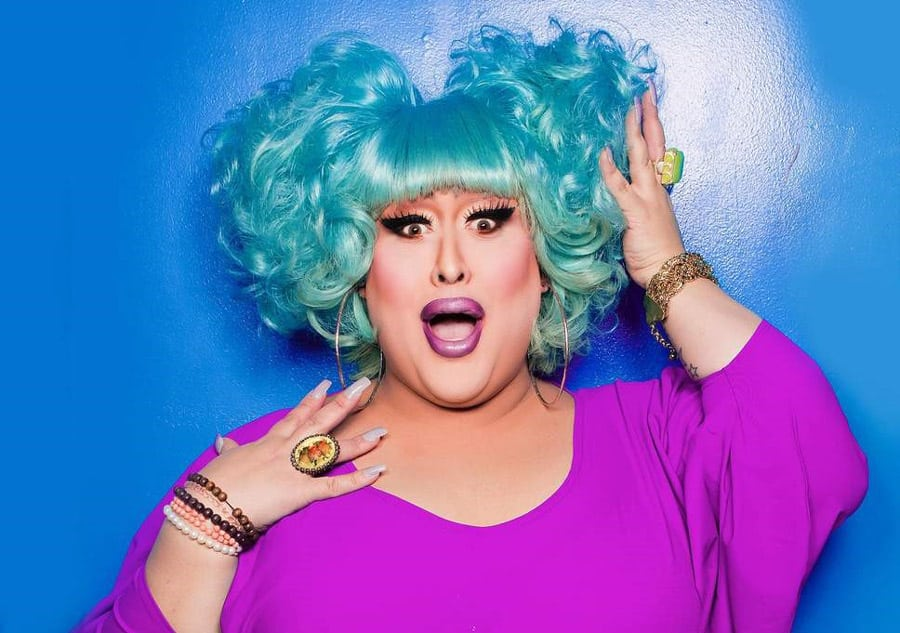 Vicky Vox Zues On The Loose